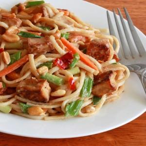 Chicken Noodles with Peanuts recipe