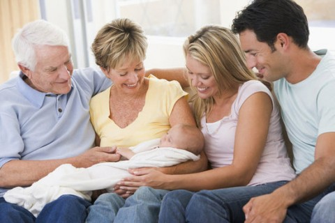 Etiquette of Being a Good Guest When Visiting New Parents
