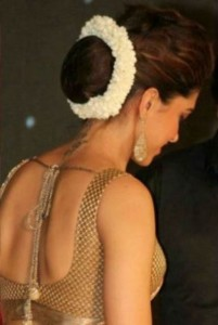 deepika_padukone_hairstyle_with_flowers-600x440