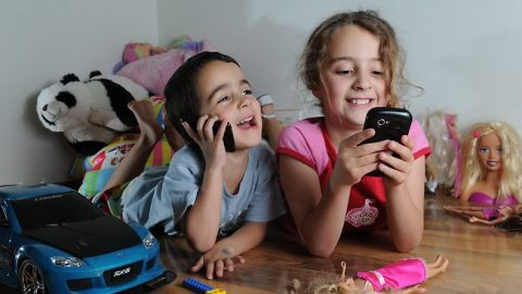 Mobile Phones For Kids: To Give Or Not To Give?