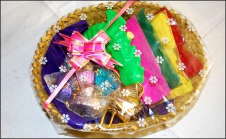 holi-gifts-platters-500x500
